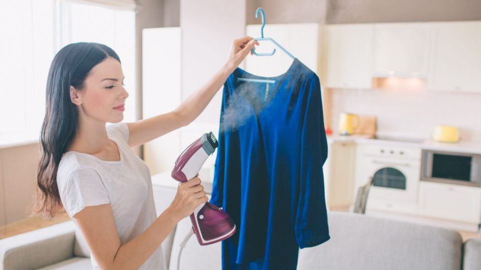 5 Reasons Why Restaurant Employees Should Buy Garment Steamers